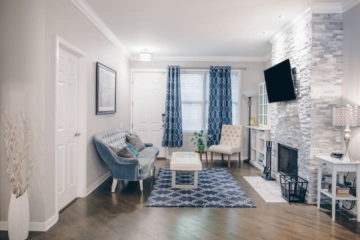 Spacious 2BR on Quiet St - Free Park/Late Checkout