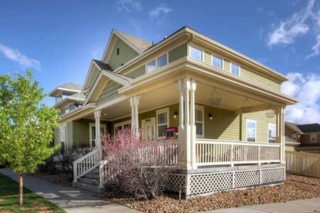 TSC House - Commerce City - Hus