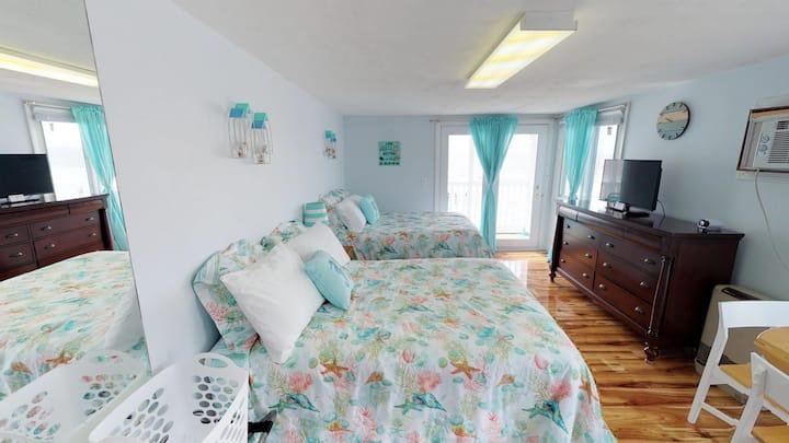 Ocean Front 3rd floor Motel Room #15 Sleeps 4