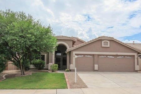 Executive Home on Golf Course/Lakes - Goodyear