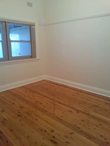 My lovely room in Croydon - Croydon - Casa