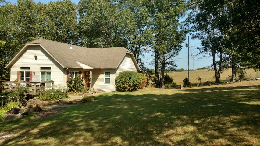 Beautiful Country-side Home near Branson