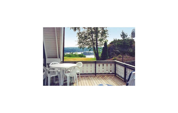 Holiday apartment with 2 bedrooms on 90 m² in Høvåg