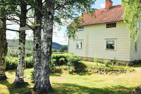 Naturnära boende i byn Åsen