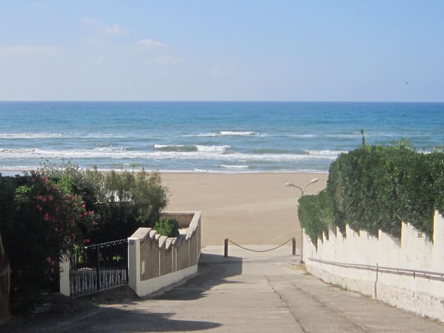Seafront apartment close to the eternal city