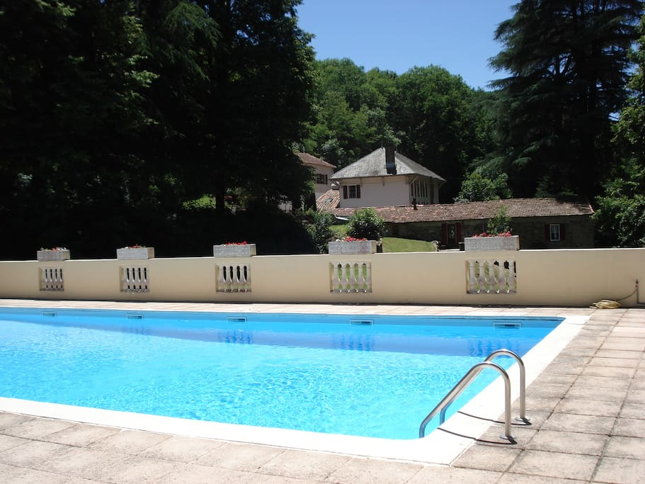 Ecurie Holiday Cottage With A Huge Swimming Pool Villas For Rent In Fontiers Cabard S