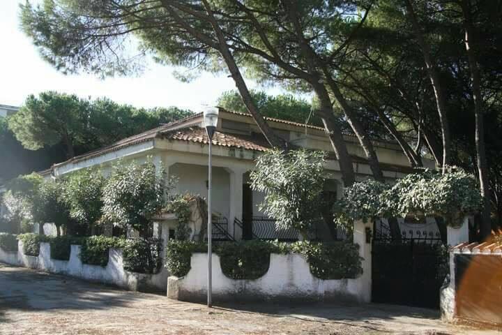 Villa mediterranea a 50 metri dal mare - Baia Domizia - Huis