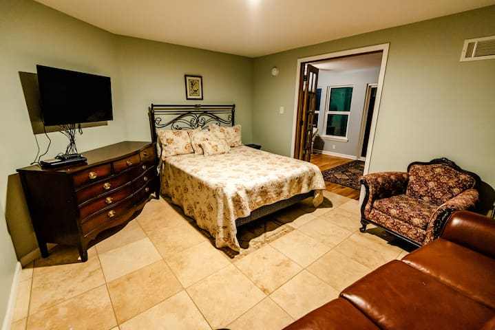 Downstairs Queen size bed Rm #2