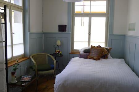 Die Bleibe - Bed & Breakfast - Zimmer 1 - Winterthur - Bed & Breakfast