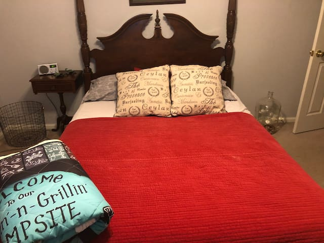 Comfy Queen Antique Filled Room