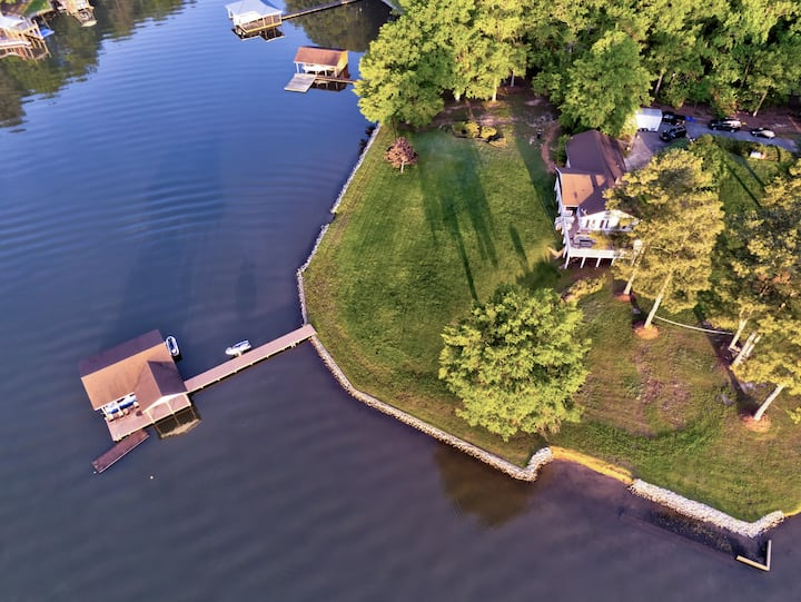 Best Yard Ever! HotTub, BoatRamp, Pontoon, Jetskis