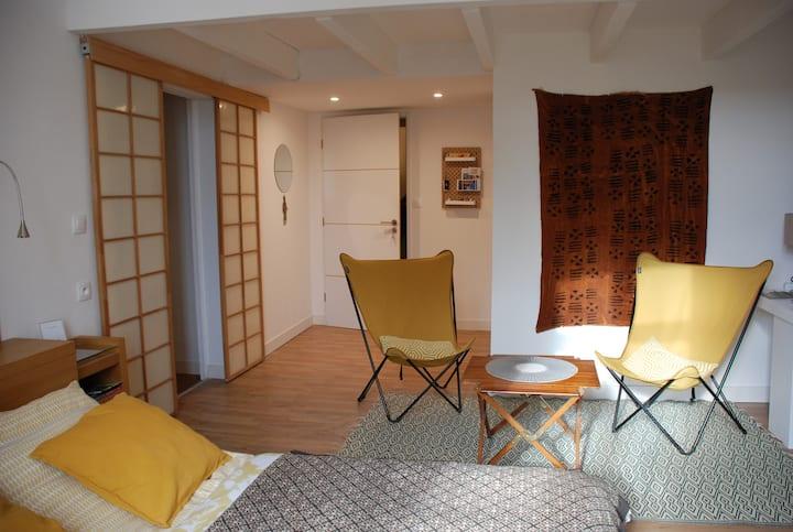Chambre privée avec petit déjeuner & loft atelier