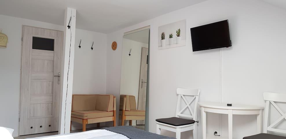 Kameralny pokój dwuosobowy z łazienką