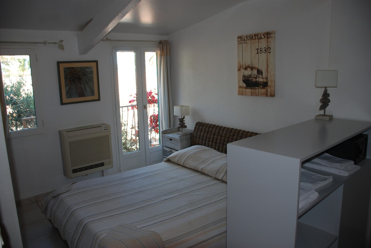 Delightful Fabulous Hyres September Top Hyres Vacation Rentals Vacation Homes U Condo  Rentals Airbnb Hyres Duxazur France With Separation Pacs Et Maison