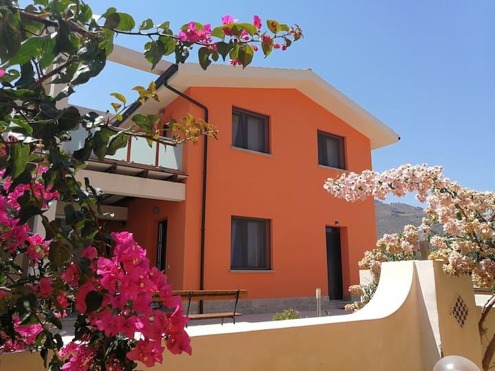 Exclusive bright Villa with garden and sea view