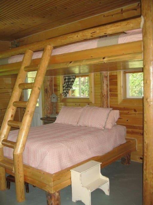 Queen bed below, 2 double beds in the loft