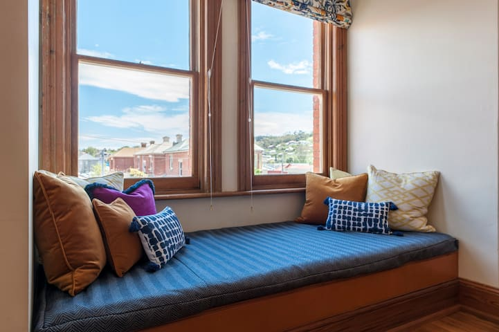 Spacious City Boutique Apartment - with FREE Parking & WiFi - Hobart