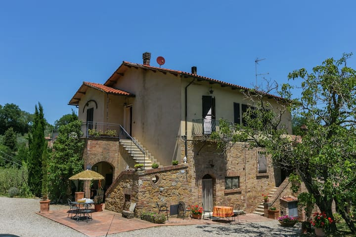 Cozy Farmhouse in Montepulciano with Swimming Pool