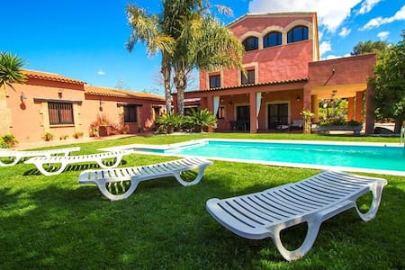 Alluring Villa Cabre Vinyols for up to 14 people in Costa Dorada! - Costa Dorada