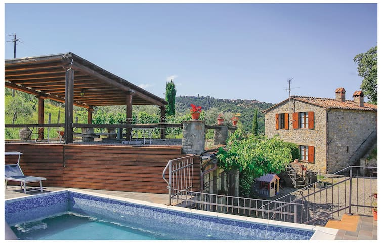Holiday cottage with 4 bedrooms on 116 m² in Castel del Piano GR