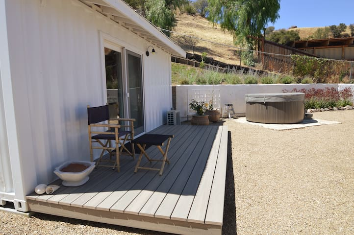 guest house with 1/2 bath. 3 persons hot tub