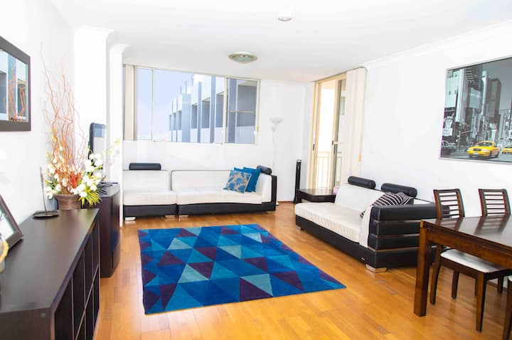 CLEAN SPACIOUS WELL LOCATED. WIFI, PARKING, POOL