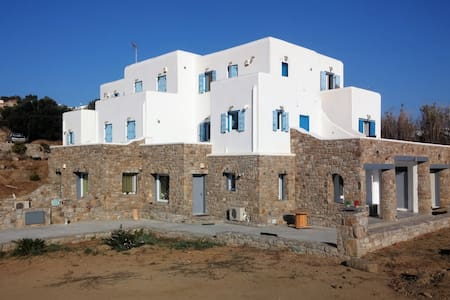 Kostis Summer House (2 to 5 persons)
