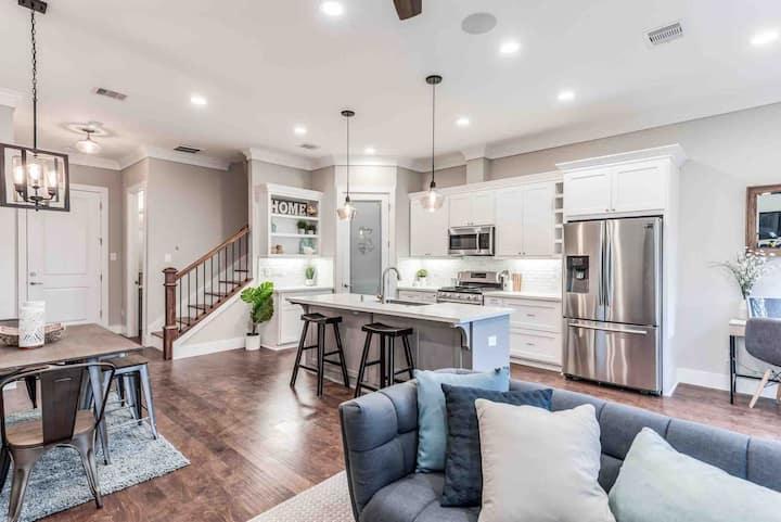 Charming 2019 Built Smart Home w/ WiFi + RokuTVs
