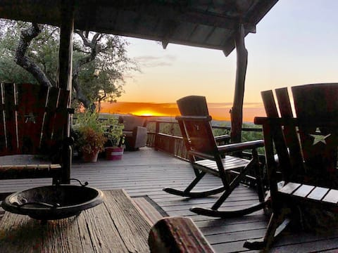Canyon Lake Getaway for two at the Cozy Cabin
