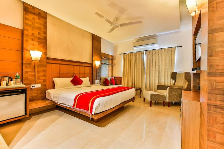 4 BR BAGA on the Beach Room with Breakfast & Pool