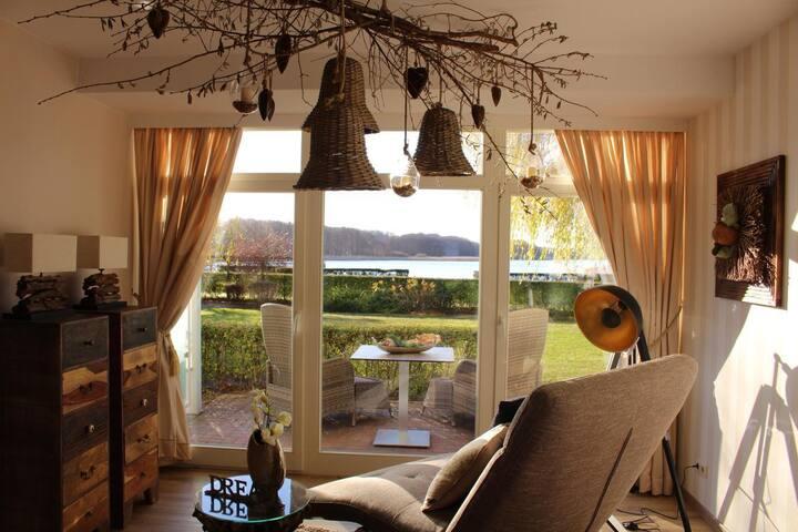 Apartment mit wunderschönem Blick auf den Schmachter See, möblierte Südterrasse, inkl. 2 Fahrrädern, kostenloses WLAN