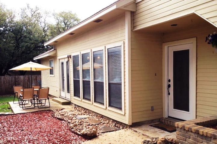 2 Bedrooms w/ Private Bath in NE San Antonio - San Antonio - Haus