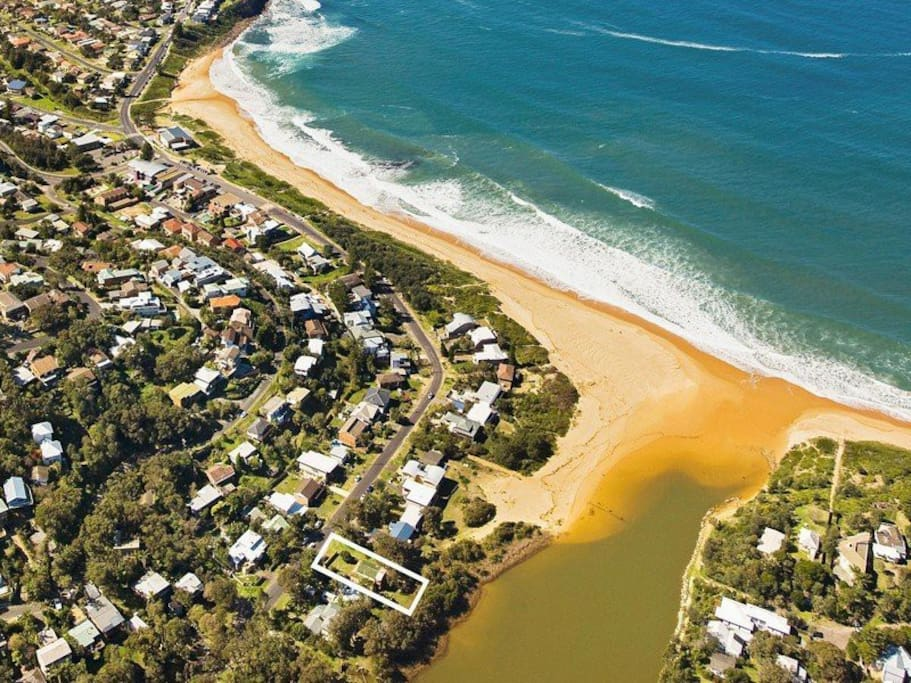 Aerial photo of property location. 3 mins from Copacbana beach