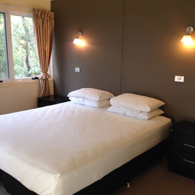 Room 1 (upstairs) - Kingsize bed