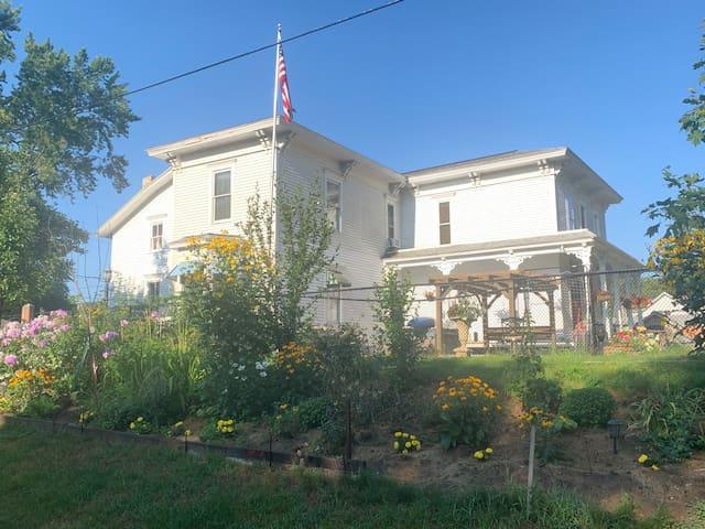 Muskegon Lake, Lakeside Manor studio/cozy porch