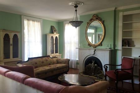 Historic, victorian, 4 bdrm. 3 bath - Harpers Ferry - House - 1