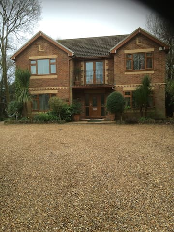 Semi Rural Gated Detached House With Large Garden - Machen - House