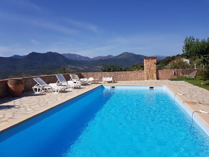 Villa lumineuse, style familiale, pleine de charme
