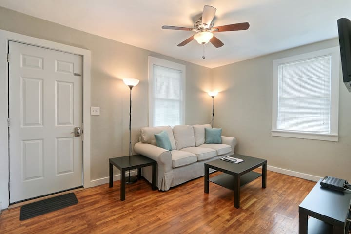 Cozy 1BR/1BA Near Historic Dist.-FreeWifi, Pets ok
