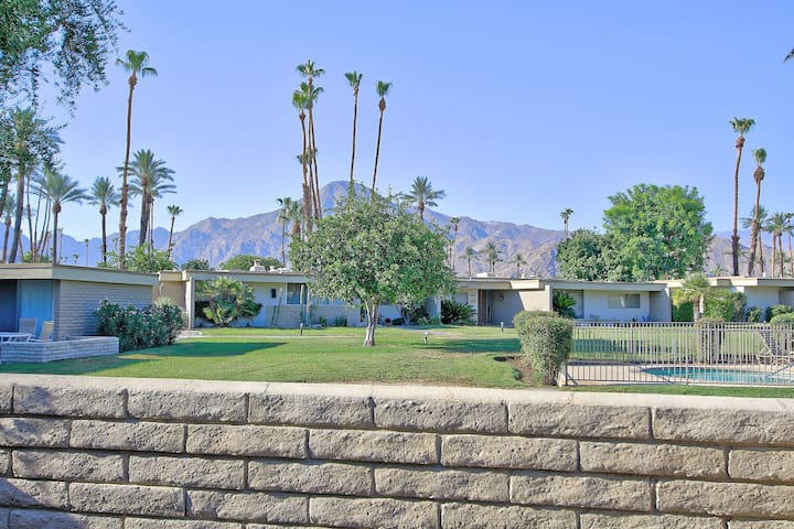 UNBEATABLE VIEW MID CENTURY HOME IN INDIAN WELLS!!