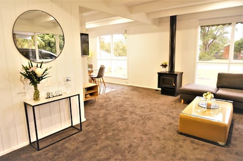 Stagger Inn- Newly renovated home - Rosebud West