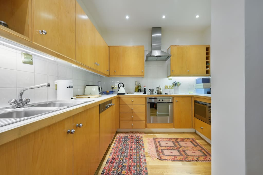 Large and functional kitchen with high chairs and breakfast area is perfect for a quicky before rushing out
