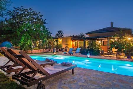 Azimut Villa 4-Bedroom Private Pool - Villa