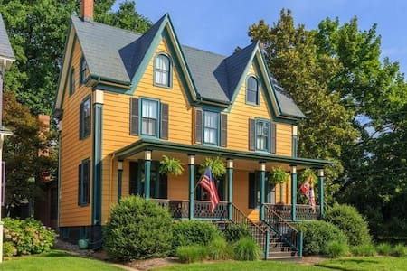 East of the Moon Historic Victorian on Water St. - 切斯特敦(Chestertown) - 独立屋