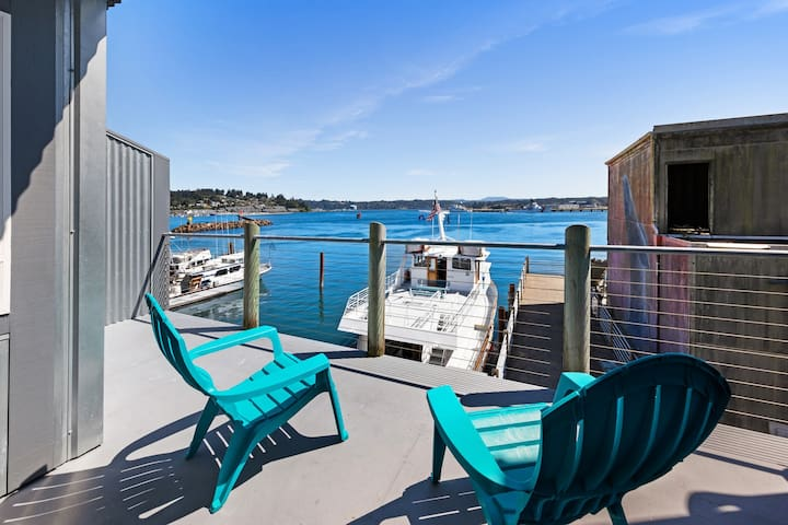 NEW LISTING! Bayfront lodge studio with a fireplace & balcony - near the beach!