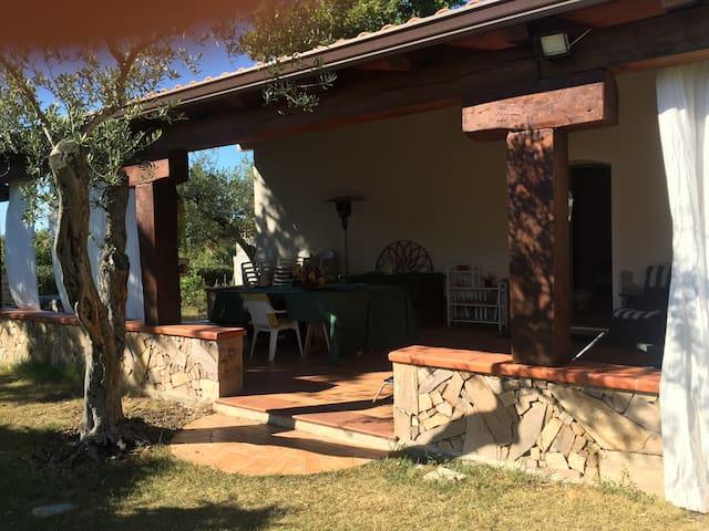 Tranquilla osai in campagna - ซัสซานิ - บ้าน