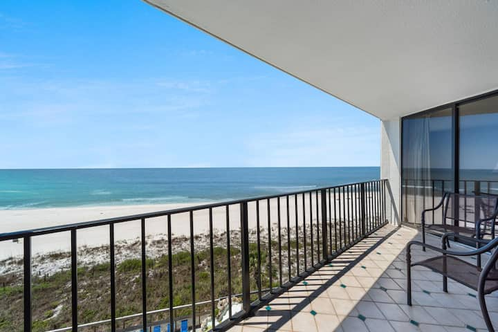 New Listing! Fabulous beach views with a fun retro vibe. 11 pools; dine poolside! Free WiFi!
