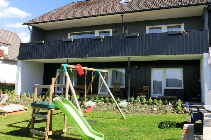 Acogedora casa de vacaciones con jardín en Wildemann, Alemania