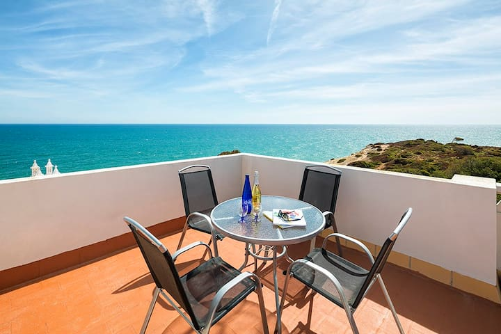 Holiday home with stunning ocean views (31)