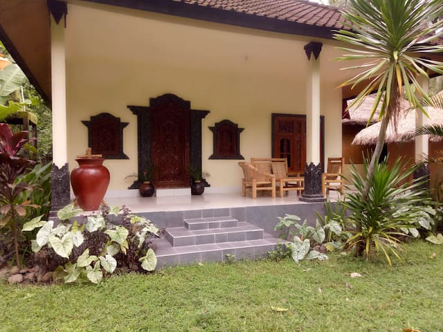 Two Bedroom Bungalow walking distance from beach.